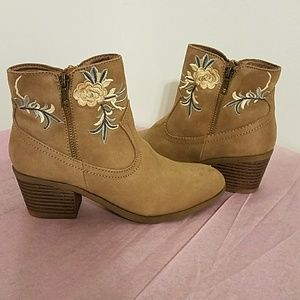 Rock & Candy Ankle Boots size 5.5